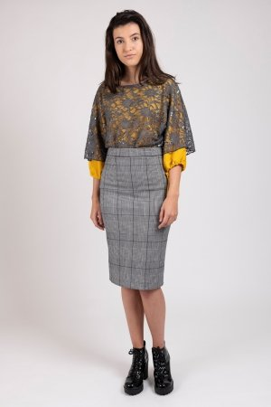 Model wearing houndstooth women's pencil skirt | Haruco-vert